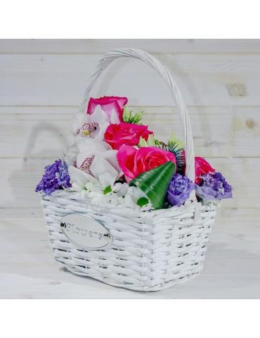 Mix de flori în coș